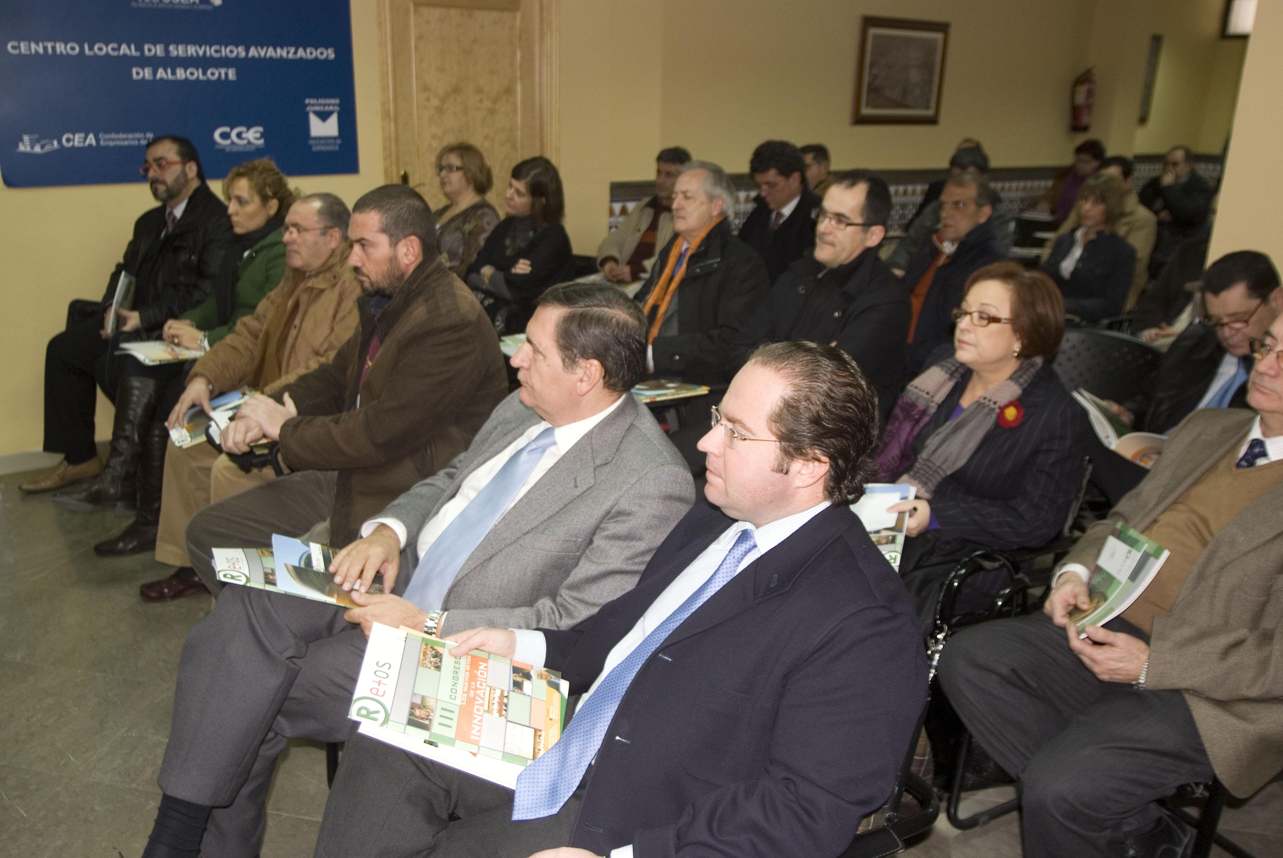 asistentes conferencia asociación empresarios juncaril